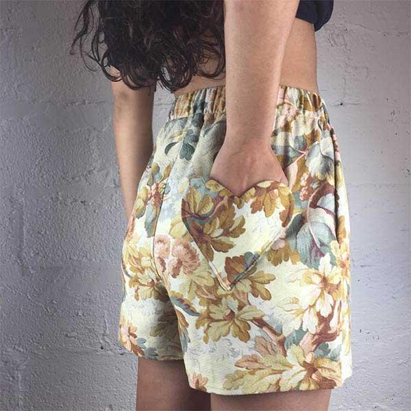 short-taille-haute-poche-coeur-imprime-fleur-vintage-upcycling-damoiseaux